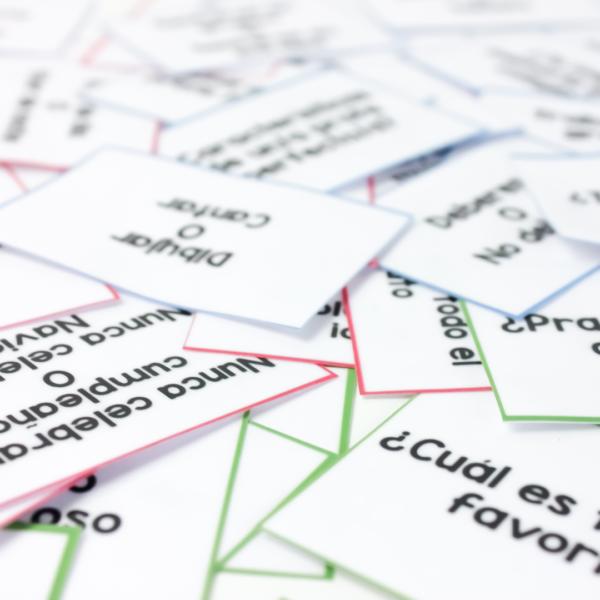 Idea para adaptar el juego de Jenga en clase de idiomas. Juego de Jenga para mejorar la expresión oral en clase. Juego para que tus alumnos se conozcan mejor. Gestión de aula, juego para mejorar relaciones. #refuerzopositivo #juegosparaclase